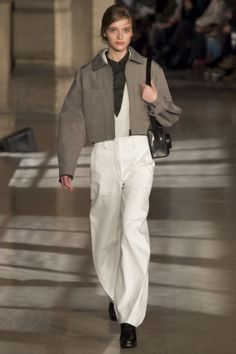 Lemaire Fall 2016 Ready-to-Wear Fashion Show Lemaire Fall 2016 Ready-to-Wear Collection - Vogue Fashion Week, Curvy Fashion, Look Fashion, Urban Fashion, Runway Fashion, Winter Fashion, Fashion Show, Fashion Outfits, Fashion Design