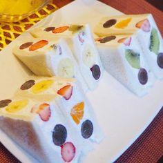 「フルーツサンド」クリームアレンジ5選♪ Fruit Sandwich, K Food, Japanese Food, Asian Recipes, Sandwiches, Food And Drink, Sweets, Lunch, Bread