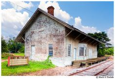 Leary Depot.  I really love finding old train depots. I wish more of them would be  restored, but in Leary, Georgia, it's probably the least of their  concerns.