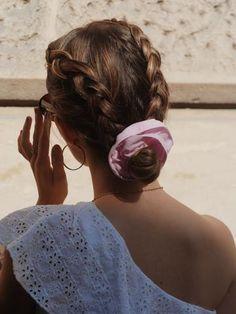 Scrunchie is back est une marque d'accessoires pour cheveux pour femmes. Nous créons des chouchous, bandeaux, noeuds, bérets, foulchies, chapeaux. Made in Montmartre. Couleur Rose Pastel, How To Make Hair, About Hair, Scrunchies, Hair Cuts, France, Cute, Ideas, Fashion