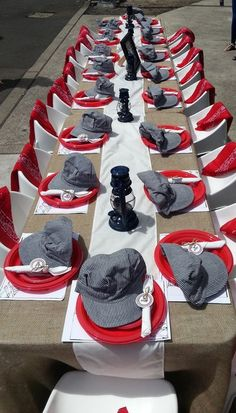 Table at a Vintage Train Party #vintagetrain #partytable
