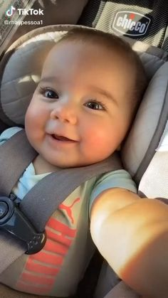 Cute Baby Boy Images, Cute Funny Baby Videos, Cute Funny Babies, Cute Baby Pictures, Funny Kids, Cute Kids, Cute Babies Pics, Baby Neck Float, Baby Swim Float