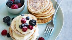 Berry cheesecake pancakes