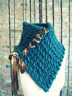 Knitting pattern: Chunky, laced-up herringbone neck warmer by Breean Elyse Jan. Note: the pattern actually calls for buttons, but the designer's webpage shows this lace-up version as an alternative. Mode Crochet, Knit Or Crochet, Crochet Scarves, Crochet Shawl, Crochet Neck Warmer, Knitting Patterns, Crochet Patterns, Poncho Patterns, Knitting Tutorials