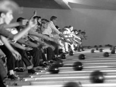 Boys Competing in Junior League Bowling Game Stampa fotografica di Ralph Crane su AllPosters.it