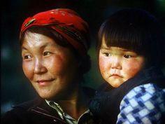 """Tofa (Karagas) Türkleri Bugün Güney Sibirya'da Rusya Federasyonu içerisinde İrkutsk oblastına bağlı Nijneudinsk rayonu ve köylerinde yaşamakta olan Tofa Türkleri veya Tofalar 1930 yılına kadar 'Karagaslar' ve/veya 'Karagas Tatarları' olarak bilinmekteydi. 2010 nüfus sayımına göre toplam nüfusu sadece 762 olan Tofa Türklerinin dili UNESCO tarafından Redbook """"Kırmızı Kitap""""a alınarak 'varlığı tehlikedeki diller' listesine dahil edilmiştir."""