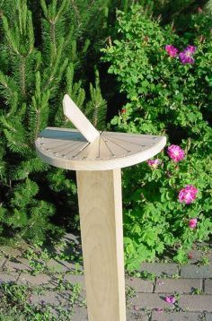 """Hila Sundial"" how to make a sundial. I bet I could do this with the bottom of a bushel basket, part of a side of one, and a 2x4! :) exciting!"