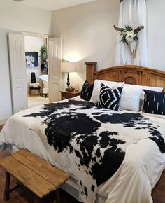 👉 Try to run the day before it starts running you 😆 Waking up to an a/c unit froze up, I've already had enough adulting for one… Source by jamecev home decor Western Bedroom Decor, Western Rooms, Boho Bedroom Decor, Vintage Western Decor, Western House Decor, Western Bathrooms, Western Nursery, Cowgirl Bedroom, Country Western Decor