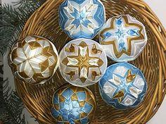 Melinda35 / vianočné patchworkové gule bledomodro-bielo-zlaté