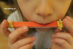 DIY Dienstag: einfache Mundharmonika - Татьянин День Открытки Crafts For Kids, Diy Crafts, Wooden Crafts, Diy Projects, Activities, Simple, Noise Maker, Advent, Tuesday