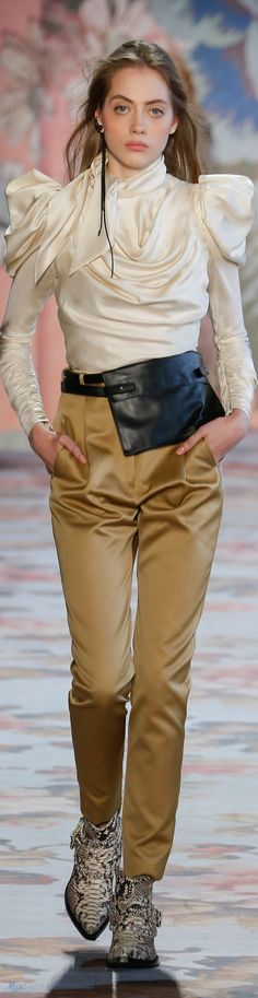 Fall 2018 RTW Zimmermann Women's Runway Fashion, Vogue Fashion, Latest Fashion Trends, New Fashion, High Fashion, Autumn Fashion, Fashion Looks, Womens Fashion, Fashion Brands