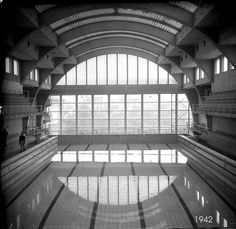 17 juillet 2013 20H Liège. J'ai visité les anciens Bains et Thermes de la Sauvenière en restauration. Ce bâtiment Art Déco symbolise l'esprit de résistance liégeois. 17 July 2013 8 pm Liège. I visited the former Baths and Spa of Sauvenière being restored. This Art deco building symbolizes resistance.  #ClaraSource #Liège #Citemiroir https://www.facebook.com/pages/La-Cit%C3%A9-Miroir/537139923030169?fref=ts…