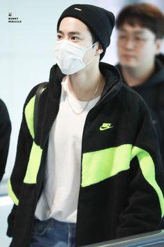 Suho [HQ] 191014 Incheon Airport, Arrival from Fukuoka Airport Look, Airport Style, Airport Fashion, Nike Jacket, Rain Jacket, Kim Junmyeon, Suho Exo, Fukuoka, Incheon