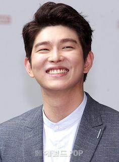 Doctors Korean Drama, Kyun Sang, Krystal Jung, Korean Group, Kdrama Actors, Vixx, Shawn Mendes, Korean Actors, Singing
