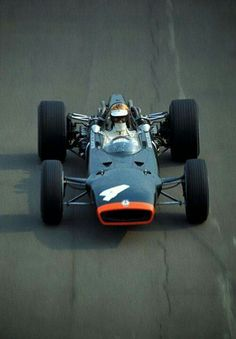 1967 British GP, Silverstone : Mike Spence, BRM P83 #4, Owen Racing Organisation, Retired (ignition, lap 44). (ph: photobucket.com)