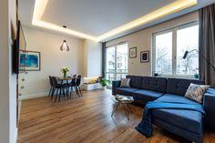 Nieduże mieszkanie: zobacz piękne i wygodne wnętrze - Galeria - Dobrzemieszkaj.pl Sofa, Couch, Home Staging, Apartments, Furniture, Home Decor, Living Room, Settee, Settee