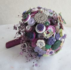 I think I could make one of these!!!    I Heart Buttons Vintage Button, Brooch & Jewellery Bouquets