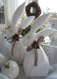 Make the best use of your creativity with these brilliant craft projects. They are easy and fun to do. Immediately try this Easy DIY Holiday Crafts! Bunny Crafts, Felt Crafts, Easter Crafts, Fabric Crafts, Diy And Crafts, Easter Decor, Spring Crafts, Holiday Crafts, Happy Easter