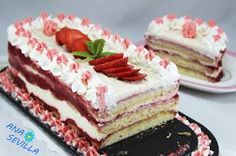 Tiramisú de coulis de fresa Ana Sevilla cocina tradicional Decadent Cakes, World Recipes, Desert Recipes, Flan, Cake Cookies, Cupcakes, Vanilla Cake, Sweet Recipes, Tiramisu