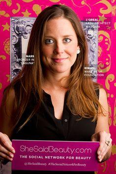 Jen wears Rimmel Wake Me Up foundation, NARS bronzer in 'Laguna', L'Oreal Lash Architect mascara and ARTISTRY lipgloss.