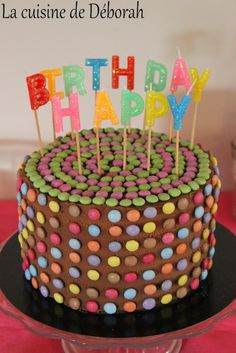 Gâteau surprise! Garnis de smarties! Au chocolat et à la vanille! Vanilla and chocolate pinata cake recipe!