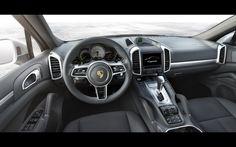 Le SUV Porsche Cayenne se met à l'hybride rechargeable (+ photos) Porsche Cayenne 2015, Porsche Cayenne Interior, Porsche 918, Bmw Wallpapers, Life Car, Vans, Suv Cars, Car Goals, Cars