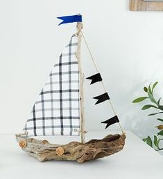 Segelboote aus Treibholz selber machen Basteln Make sailing boats out of driftwood yourself, Upcycled Crafts, Diy And Crafts, Crafts For Kids, Arts And Crafts, Driftwood Projects, Driftwood Art, Coloring Easter Eggs, Kids Wood, Beach Crafts
