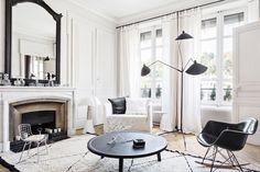 Ínspirate en este salón de estilo clásico con detalles actuales que lo refrescan como el sillón mecedora tower wood | disponible en tienda | www.ventamueblesonline.es