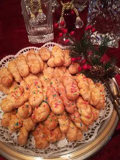 Κουλουράκια Χριστουγεννιάτικα !!! ~ ΜΑΓΕΙΡΙΚΗ ΚΑΙ ΣΥΝΤΑΓΕΣ 2 Greek Sweets, Greek Desserts, Brownie Recipes, Cake Cookies, Biscuits, Cooking Recipes, Vegetables, Blog, Vanilla Cream