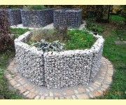Hochbeet Aus Gabionen Auch Rund Moglich Gabionen Garten Hochbeet