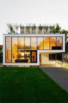 Modern Home with a Eco friendly Green Roof #modernhomes #modernliving #interiordesign