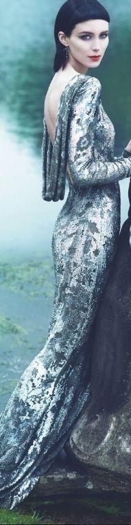 #Marchesa Resort 2012  Beautiful lace ... Amazed that it drapes.