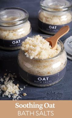 Soothing Oat Bath Salts - this easy recipe is made with Epsom salt, oat oil, and pumpkin extract. No Salt Recipes, Soap Recipes, Neutrogena, Epsom Salt Cleanse, Diy Peeling, Homemade Beauty Products, Diy Skin Care, Natural Remedies, Handmade Soaps