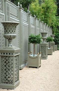 Garden Screening Ideas - Screening can be both attractive as well as practical. From a well-placed plant to upkeep cost-free fencing, below are some innovative garden screening ideas. Outdoor Walls, Outdoor Rooms, Outdoor Gardens, Outdoor Living, Outdoor Privacy, Grey Gardens, Garden Urns, Garden Gates, Backyard Fences