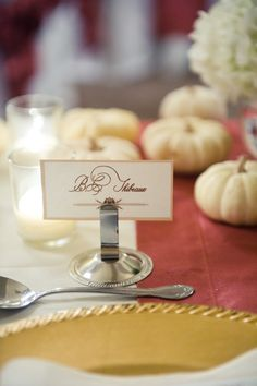 name card / white pumpkins