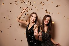 35 Captions For Confetti Pictures That ll Shine On Your Feed This New Year s Eve New Years Eve Pictures, New Year Photoshoot, Party Photo Frame, Friendship Photoshoot, Vogue Makeup, New Year's Eve Cocktails, New Year Is Coming, New Years Eve Weddings, Nouvel An