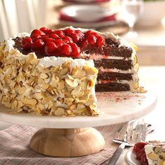 Inspired by traditional black forest cake, these recipes combine chocolate, cherries and cream in desserts that will satisfy your sweet tooth. Cherry Desserts, Layered Desserts, Just Desserts, Dessert Recipes, Cake Recipes, Snacks Recipes, Appetizer Recipes, Deutsche Desserts, German Desserts