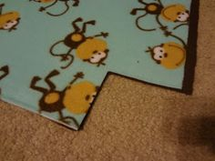 These blankets have been around for years.I've been making them since I was at least I have 10 years of experience with these b. Fleece Blanket Diy, Arts And Crafts, Diy Crafts, Diy Projects To Try, Helpful Hints, Easy Diy, 10 Years, Crafty, Craft Ideas