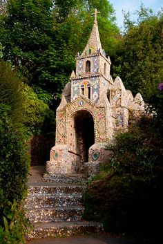 It's the tiniest chapel in the world and made completely of seashells, pebbles and coloured stone....in Guernsey England