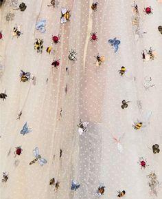 Christian Dior été 20I7 (détail jupe mousseline brodée insectes printanier) (http://moongloss.tumblr.com/post/151358902237/moon-stars-at-dior-paris-spring-2017)