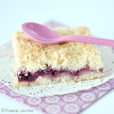 Gluten free Blackberry & pear crumble slice recipe by Torie Jayne. what a pretty color Cheesecake Pie, Pudding Pies, Fodmap Recipes, Tray Bakes, Blackberry, Pear, Sweet Tooth, Sweet Treats, Slice Recipe