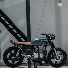 Image may contain: motorcycle Suzuki Cafe Racer, Scrambler Cafe Racer, Honda Scrambler, Scrambler Custom, Cafe Racer Bikes, Honda Motorcycles, Cafe Racers, Honda Cb400, Custom Motorcycles
