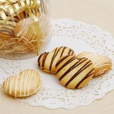 口溶けの良い、ラングドシャクッキーでチョコレートをサンド。贈り物にもおススメです!