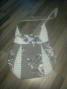 Die Tasche-Jadie ist der perfekte, alltägliche Begleiter.    Sie kann nach Belieben betüddelt, bestickt und dekoriert werden.   Es w...