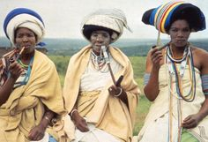 Xhosa women, South Africa - Bantu Tribes of Southern Africa African Tribes, African Women, African Wear, African Style, African Dress, Grand Noir, Xhosa Attire, Adventure Holiday, Thinking Day