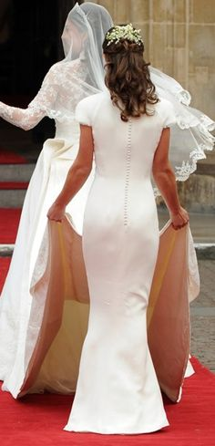 Kate Middleton and her sister Pippa. This is in the wedding day Pippa Middleton and her sister Duchess Kate.