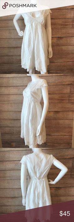 BCBGMAXAZRIA Lace Dress Pretty and girly dress! I'm great condition! BCBGMaxAzria Dresses Midi