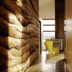 RAMMED EARTH WALL   http://www.customhomeonline.com/houses/wyoming-vacation-home-mirrors-its-rocky-mountain-site_o Selected by Tayyibi A. Mai 2015