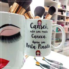 Já conhece a nossa caneca Porta Pincéis? 💁O chame dela está no seus Cílios Postiços. 💋⠀ --⠀ Você pode comprar no site www.suacaneca.com ou… Tea Pot Set, Pot Sets, Mug Drawing, Oriflame Beauty Products, Vinyl Tumblers, Coffee Cozy, Posca, Cup Design, Gold Art