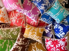 Mexican hand embroidered Folk Art from the Otomi community of San Pablito. Commonly depicting flowers, mythical animals, birds and insects. A false satin stitch is used so as to conserve thread.  Each stunning cushion is unique. High quality finishing includes overlocking on the inside and a zipper for easy hand washing. 30cm X ...